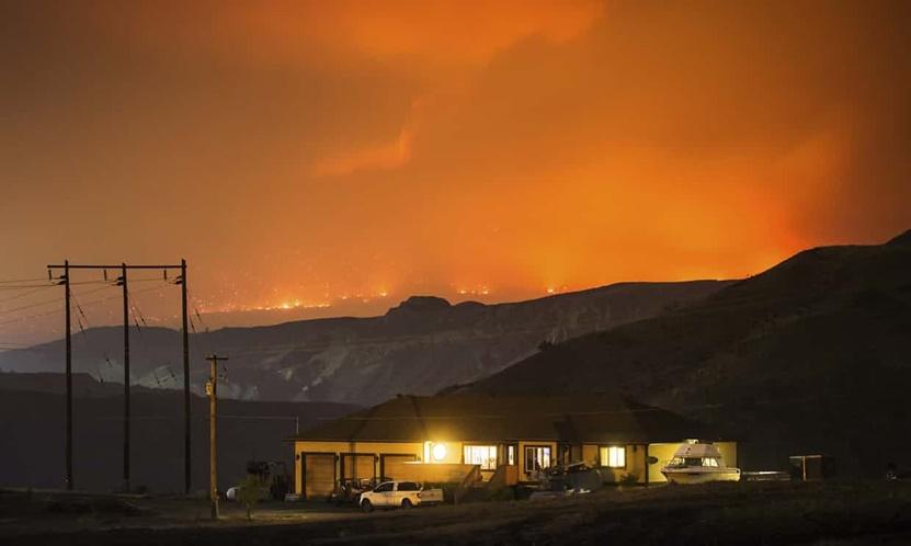 "InClip: เกือบ 40,000 ถูกสั่งอพยพด่วน!! หนีไฟป่าแคนาดาร้อยกว่าลูกใน ""บริติชโคลัมเบีย"" ระหว่างมีประกาศภาวะฉุกเฉิน"