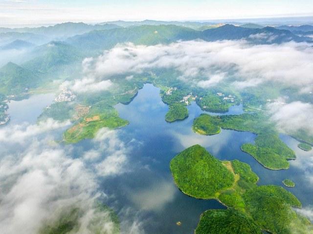 ทะเลสาบไป่ฮวา เมืองกุ้ยหยาง มณฑลกุ้ยโจว (ภาพจาก ซีเอฟพี)