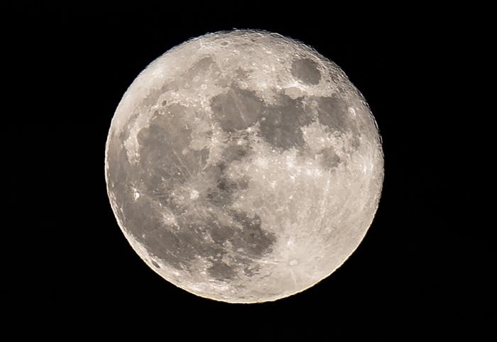 """พบอีกหลักฐาน """"ดวงจันทร์"""" มีน้ำใต้ดินปริมาณมหาศาล"""