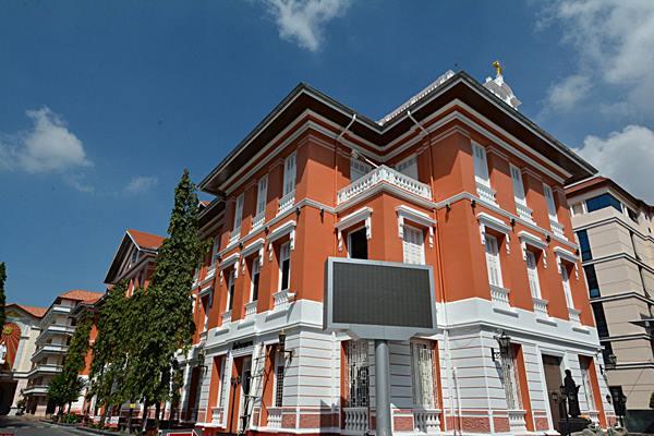 ตึกแดงโรงเรียนเซนต์คาเบรียล
