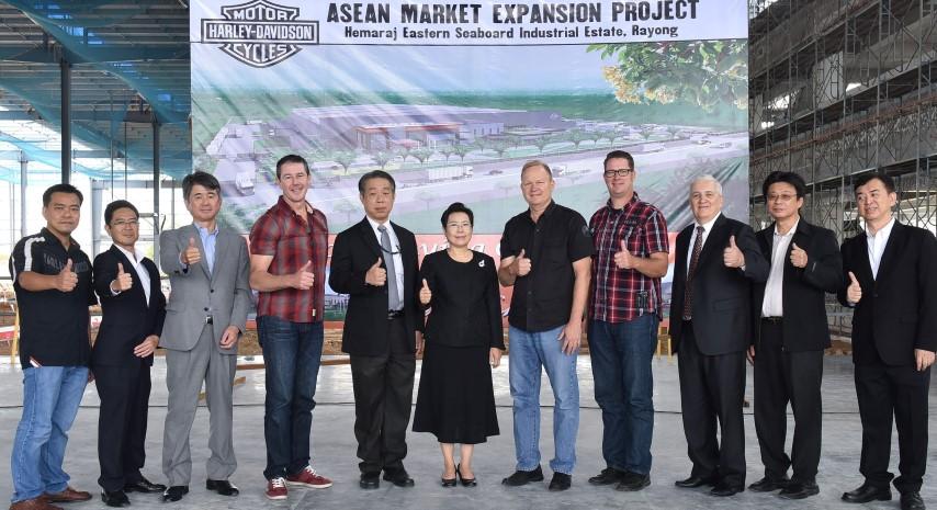 """บีโอไอร่วมวางศิลาฤกษ์ศูนย์การผลิต """"ฮาร์เลย์ เดวิดสัน"""" ในไทย"""