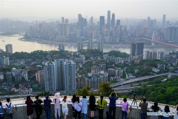 """เศรษฐกิจ """"ฉงชิ่ง"""" โตเร็วสุดในจีน แม้การเมืองท้องถิ่นยุ่งวุ่นวาย"""