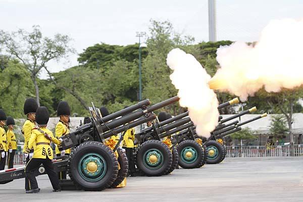 3 เหล่าทัพ ยิงสลุตหลวง 21 นัด เทิดพระเกียรติ สมเด็จพระเจ้าอยู่หัว รัชกาลที่ 10