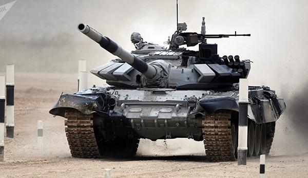 <br><FONT color=#00003>T-72B3 อัปเกรทจาก T-72 เดิม แยกห้องคลังแสง-ห้องพลรถจากกัน ติดระบบอาวุธเพียบ พร้อมขุมพลังใหม่ หุ้มเกราะ ERA พร้อมระบบ APS รุ่นใหม่ ซึ่งว่ากันว่า ดีกว่าของ T-90MS เสียอีก ประจำกองทัพมาหลายปีแล้ว และ เห็นกันแวบๆ ในสงครามซีเรีย เมื่อปี 2558 แต่รัสเซียเพิ่งนำออกสวนสนามให้เห็นเป็นครั้งแรก เดือน พ.ค.ทีผ่านมา พร้อมส่งออก ทั้งเสนออัปเกรทรุ่นเดิมๆ ให้ลูกค้ากว่า 10 ประเทศทั่วโลก รวมทั้งของกองทัพพม่า เป็นรถถังที่ผ่านการศึกมาโชกโชน เกือบทั่วทุกทวีป. </b>
