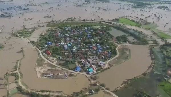 โคราชยังระทม 2.4 หมื่นครัวเดือดร้อนหนัก ทหารเร่งอพยพ 40 ครอบครัวติดเกาะ-มวลน้ำท่วมปิดล้อมอ่วมทั้งตำบล (ชมคลิป)