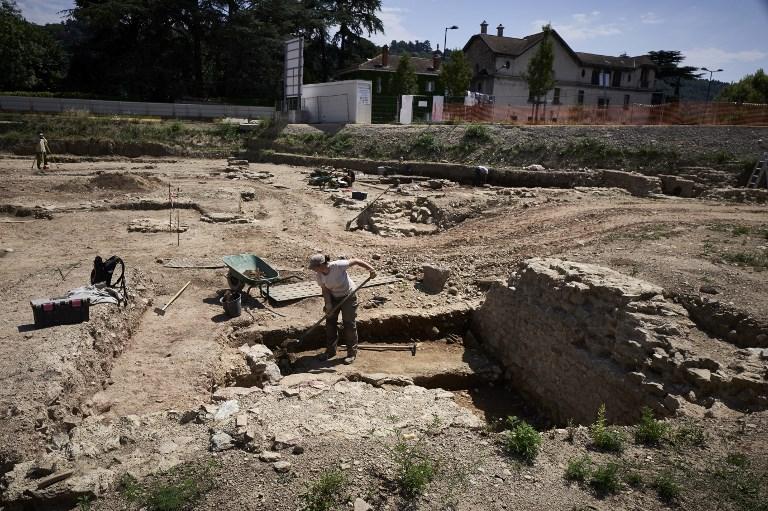 """นักโบราณคดีขุดพบ """"ลิตเติลปอมเปอี"""" ที่ฝรั่งเศส"""