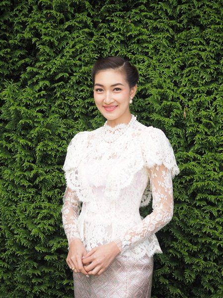 """""""แพนเค้ก"""" นำทีมโชว์ผ้าไหมไทย ในงานมหัศจรรย์แห่งไหมไทย"""