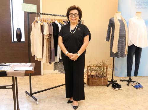 นางสมพร สุนทรธำรง  ที่ปรึกษาและผู้อำนวยการฝ่าย Fashion Apparel บริษัท ไทยวาโก้ จำกัด (มหาชน)