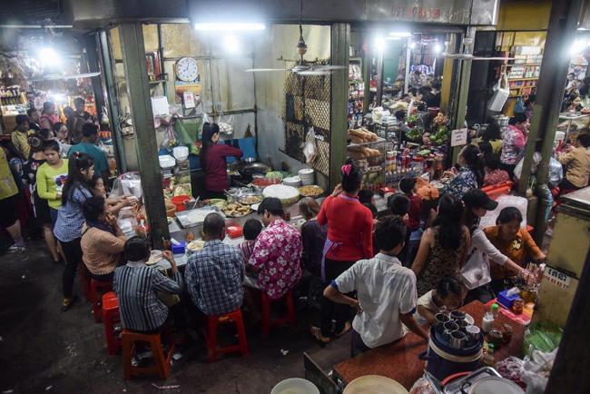 ร้านอาหารในตลาด กัมพูชา