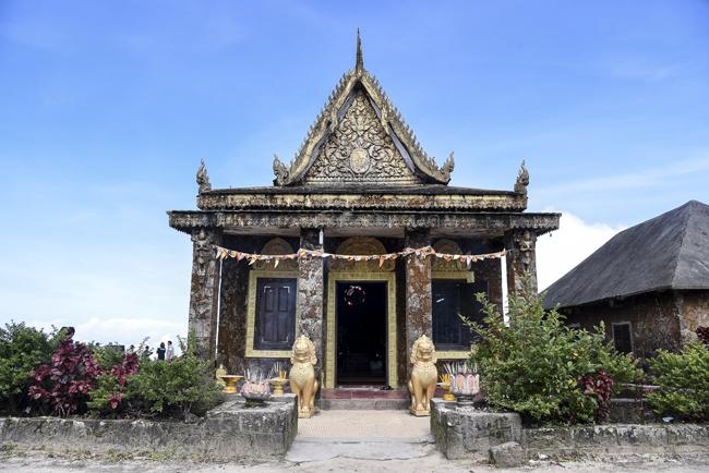 """""""วัดสัมเปาปรัม"""" (Sampov Pram Temple)"""