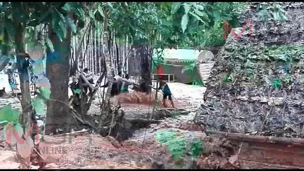 ฝนตกหนัก น้ำป่าถล่มหมู่บ้านชายแดนตาก พระสงฆ์ตีฆ้องร้องให้คนช่วยโกลาหล