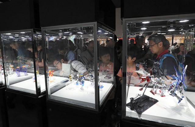 """เปิดฐานบัญชาการ """"กัมดั้ม""""ร้านแรกในญี่ปุ่น รวมหุ่นทุกโมเดลตั้งแต่ปี 1980 ถึงปัจจุบัน"""