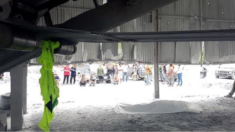 แรงงานเขมรโดนเครื่องโม่หินดูดผ้าคลุมรัดคอดับคาโรงย่อยหินสัตหีบ