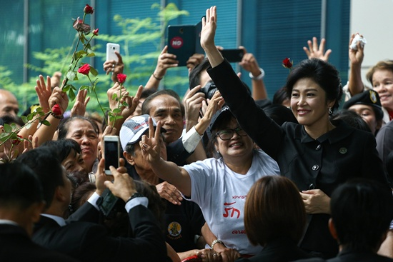 Former Thai prime minister Yingluck Shinawatra may have fled to Dubai, a senior party source told AFP Saturday, after slipping out of the country to avoid a court ruling in an escape act that stunned many Thais. -- Photo: AFP