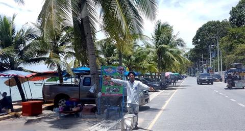 นักท่องเที่ยวเอือม! มือโบกร้านค้าเกลื่อนหาดบางเสร่