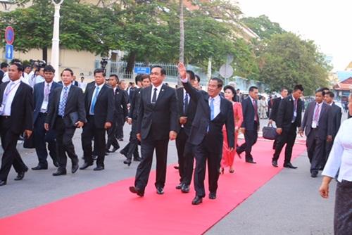 """นายกฯไทย-กัมพูชา ร่วมเปิด""""สวนมิตรภาพกัมพูชา-ไทย"""" ใจกลางกรุงพนมเปญ"""