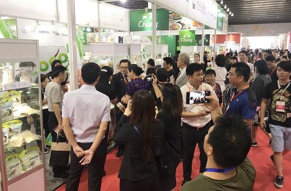 ชาวจีนให้ความสนใจในมะพร้าวไทยจำนวนมาก