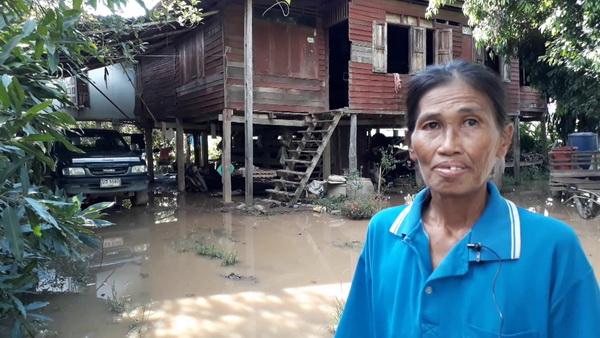 สุดลำเค็ญ..14 ชีวิตทั้งคนแก่พิการ-เด็ก คนสุโขทัยถูกน้ำท่วมบ้าน 5 เดือน 3 ปีติด(ชมคลิป)