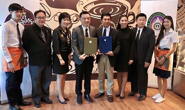 """""""พีทีจี"""" เร่งธุรกิจ Non-Oil เปิดร้านกาแฟพันธุ์ไทย สาขาที่ 100   ผนึก ม.ราชภัฏสวนสุนันทา ต่อยอดหลักสูตร"""