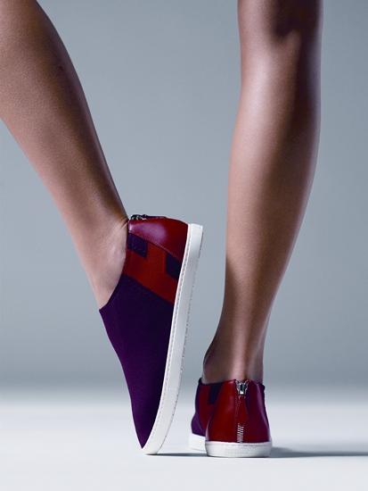 รองเท้าผ้าใบ ตกแต่งด้วยหนังลูกวัวสีแดง