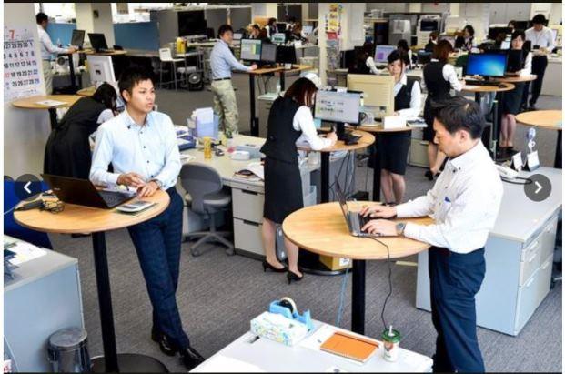 """บริษัทญี่ปุ่นผุดไอเดีย """"ยืนใช้คอมพิวเตอร์""""  ลด """"ออฟฟิศ ซินโดรม"""""""