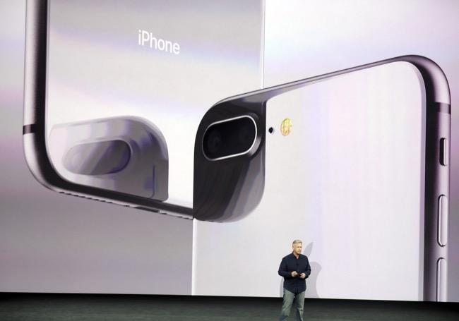 iPhone 8 และ 8 Plus สามารถชาร์จไร้สายได้เพราะวัสดุหลังเครื่องที่เป็นกระจก