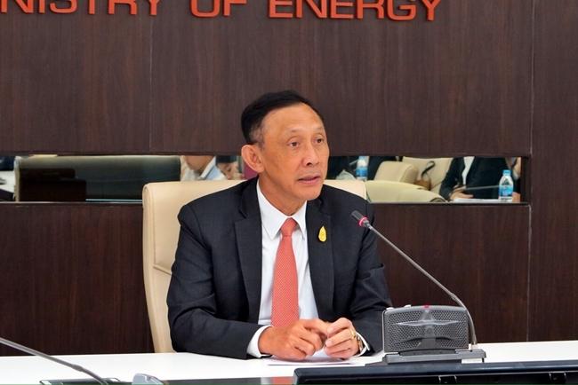 พล.อ.อนันตพร กาญจนรัตน์ รัฐมนตรีว่าการกระทรวงพลังงาน