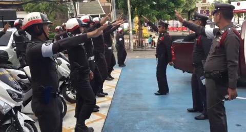 กายบริหารให้ตำรวจจราจรก่อนออกปฏิบัติงาน