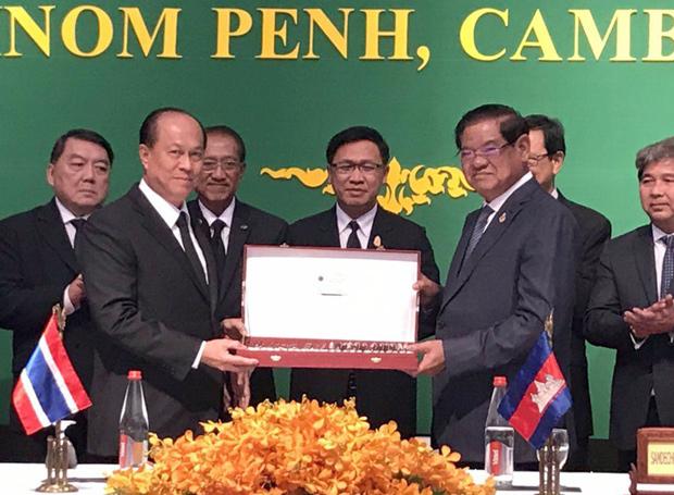 <br><FONT color=#00003>รัฐมนตรีสองกระทรวงมหาดไทย ไทย-กัมพูชา ร่วมกันแถลงข่าวในกรุงพนมเปญ หลังการประชุมความร่วมมือระดับผู้ว่าราชการจังหวัดชายแดน 25 ส.ค.2560 วันเดียวกับที่ น.ส.ยิ่งลักษณ์ ชินวัตร ไม่เดินทางไปฟังคำพิพากษาของศาล และ มีข่าวการหลบหนี โฆษกมหาดไทยกัมพูชา เคียว สุภาค ออกปฏิเสธวันพฤหัสบดีที่ผ่านมา ทั้งยังสำทับด้วยว่า เจอตัวส่งกลับไทยทันที.  </b>