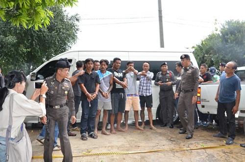 ผบช. ภาค 7  นำ 6 คนร้ายปล้นบ้านเศรษฐีใน จ.กาญจนบุรี ไปทำแผนประกอบคำรับสารภาพ