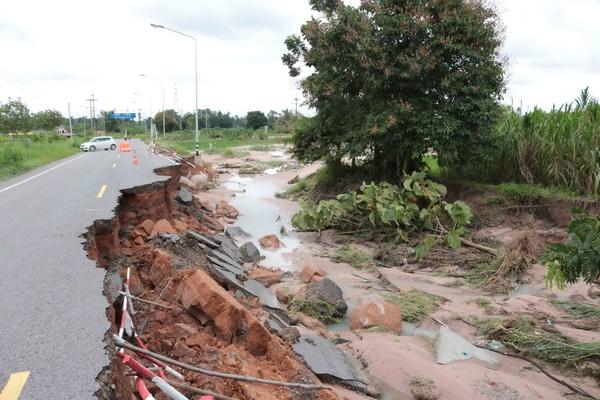 สภาพถนนเสียหาย ในหลายพื้นที่จ.กาฬสินธุ์