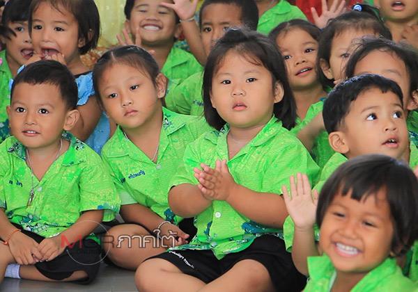 """ศูนย์พัฒนาเด็กเล็กตรีมิตร จ.ยะลา นำเด็กๆ เรียนรู้การจัด """"หมรับ"""" ประเพณีสำคัญในวันสารทเดือนสิบ"""