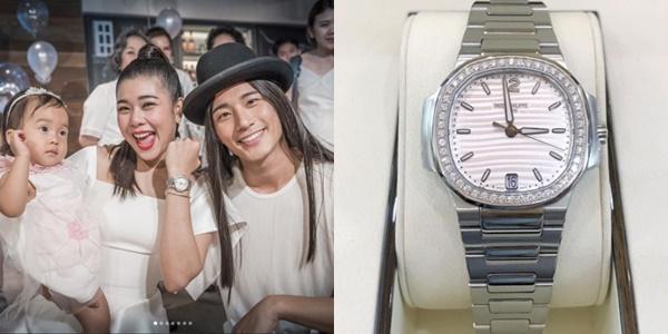 """ส่องนาฬิกาปาเต๊ะเรือนหรู ที่ """"บี้"""" ซื้อให้ """"กุ๊บกิ๊บ"""" ในวันเกิด ราคาเหยียบล้าน!"""