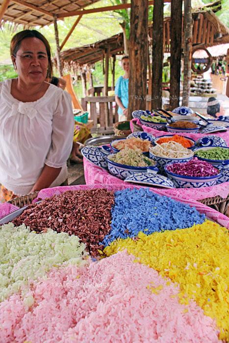 ชิมข้าวยำหลากสีที่ตลาดภูมิปัญญา
