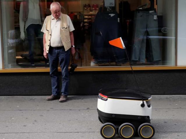 ตลาดงานอังกฤษชี้ งาน 4 ล้านตำแหน่งอาจหายไปภายในสิบปีเพราะหุ่นยนต์