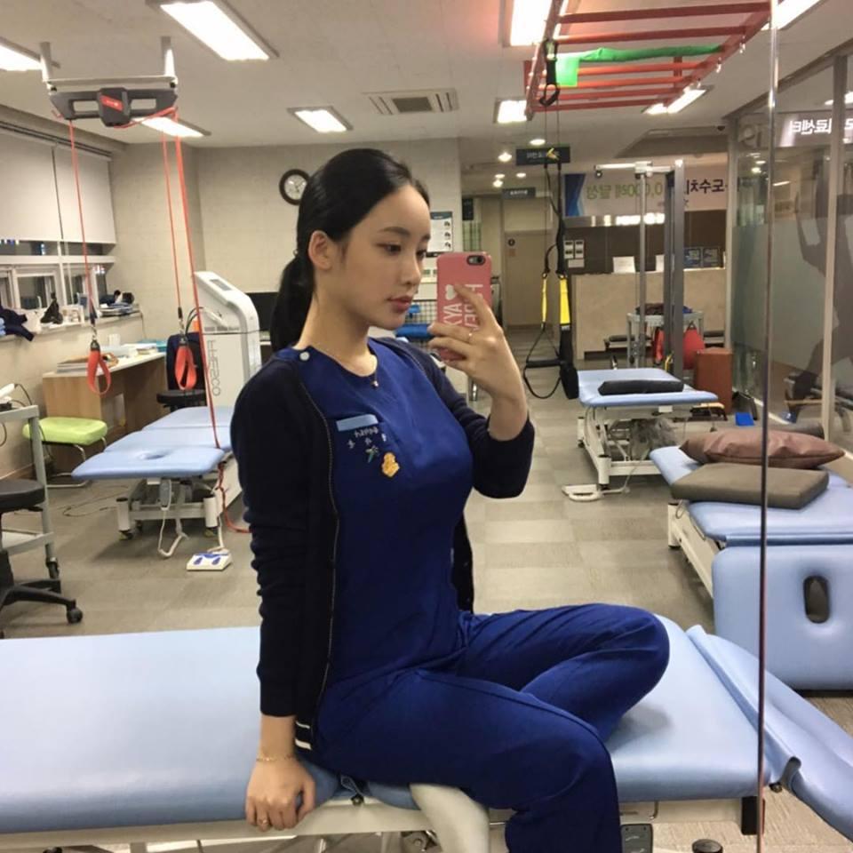กล้ามเนื้อรัดตึงขึ้นมาทันใดเมื่อได้เห็นนักกายภาพบำบัดสาวสุดเซ็กซี่จากเกาหลี 'Jin Young'