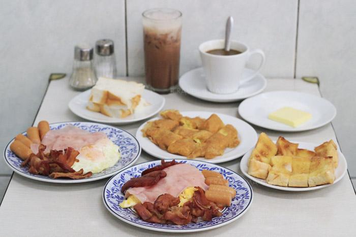 เมนูอาหารเช้าที่ออน ล๊อก หยุ่น