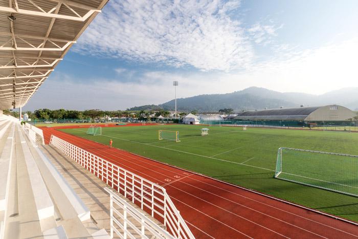 ลู่วิ่งและสนามฟุตบอล