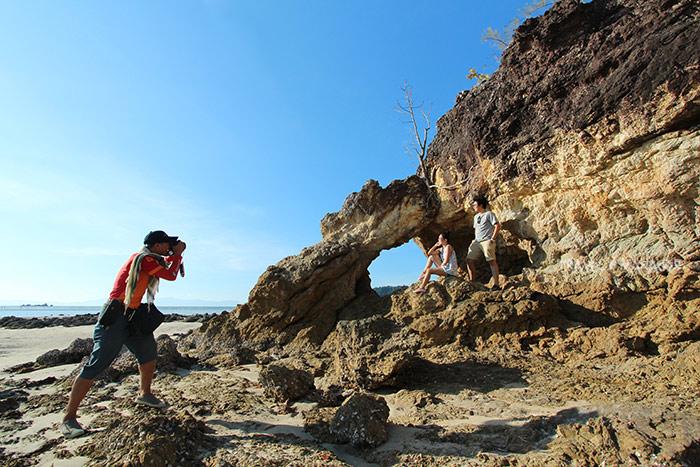 หินทะลุ