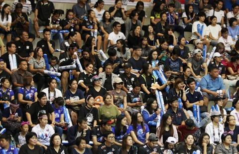 กองเชียร์วอลเล่ย์บอลไทยแห่เข้าสนาม พร้อมส่งแรงใจชนเกาหลีใต้
