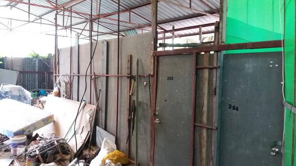 นำเศษวัสดุก่อสร้างที่เหลือมาสร้างที่อยู่อาศัย เมื่อครั้งครอบครัวน้องเฟรมถูกระเห็จออกจากบ้าน