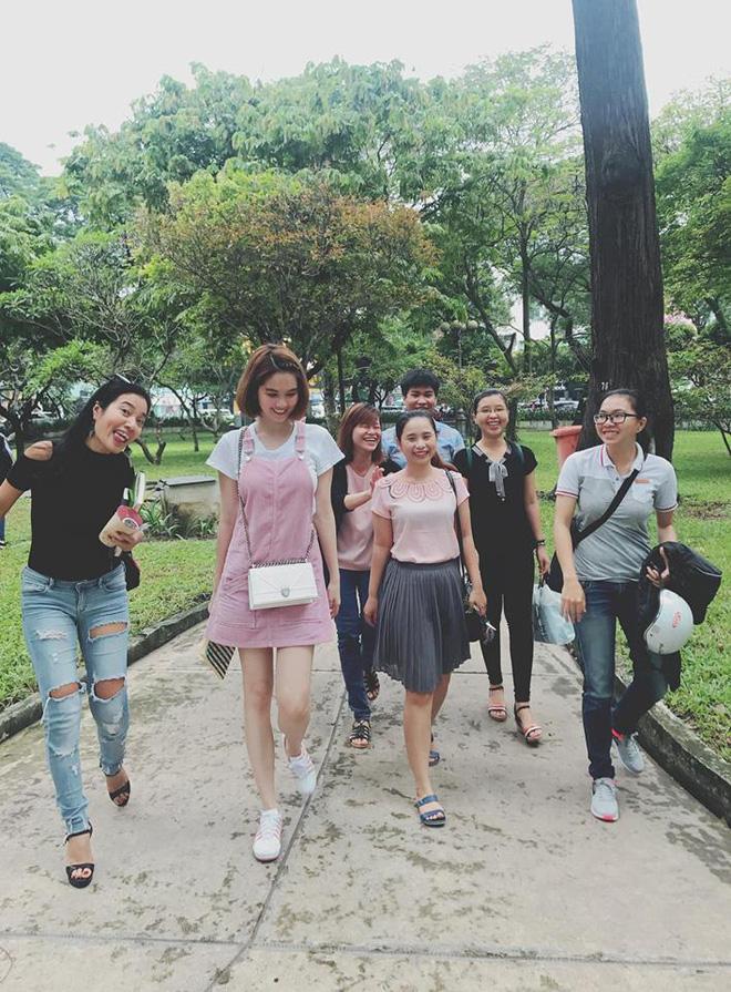 <br><FONT color=#00003>ทุกเรื่องราวเกี่ยวกับสาวชาว จ.จ่าวีง (Trà Vinh) -- จากท้องถิ่นทุระกันในเขตที่ราบปากแม่น้ำโขง สู่ชีวิตการทำงานในต่างแดน และ ชีวิตจริงบนท้องถนนในกรุงเก่าไซ่ง่อน เธอคือ ซินเดอเรลลาตัวจริง. </b>