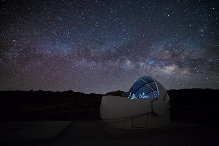 กล้องโทรทรรศน์ GOTO ขนาดเส้นผ่านศูนย์กลาง 0.4 เมตร จำนวน 4 กล้อง ณ เกาะ La Palma ในหมู่เกาะคานารี่ สเปน ซึ่งเป็นความร่วมมือของสถาบันวิจัยดาราศาสตร์แห่งชาติ ร่วมกับมหาวิทยาลัยชั้นนำ เพื่อศึกษาสัญญาณคลื่นแม่เหล็กไฟฟ้าของคลื่นความโน้มถ่วง