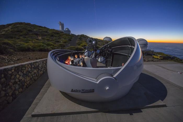 ภาพจำลองกล้องโทรทรรศน์ GOTO ขนาดเส้นผ่านศูนย์กลาง 0.4 เมตร จำนวน 4 กล้อง ณ เกาะ La Palma ในหมู่เกาะคานารี่ สเปน ซึ่งเป็นความร่วมมือของสถาบันวิจัยดาราศาสตร์แห่งชาติ ร่วมกับมหาวิทยาลัยชั้นนำ เพื่อศึกษาสัญญาณคลื่นแม่เหล็กไฟฟ้าของคลื่นความโน้มถ่วง