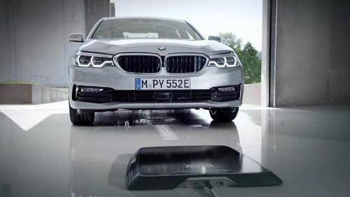 รถยนต์ไฟฟ้ายังน้อยไป! BMW เตรียมลุยเทคโนโลยีชาร์จไร้สายเริ่มกับซีรีย์ 5 [ชมคลิป]