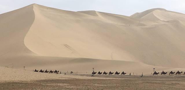 เส้นทางสายไหมยุคโบราณที่ทอดยาวไกลข้ามสหัสวรรษ  พาดผ่านมณฑลกันซู่เป็นระยะทางถึง 1,600 กิโลเมตร   บนเส้นทางสายไหมนี้ เป็นแหล่งแลกเปลี่ยนการค้าและวัฒนธรรมที่เก่าแก่ที่สุดแห่งหนึ่งของโลก  เมื่อวันที่ 18 ก.ย.2017 (ภาพ MGR ONLINE)
