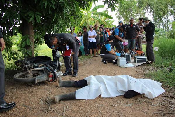 ฆ่าโหด! กระหน่ำฟันพ่อเฒ่าชัยภูมิ 74 ปี  ดับสยองกลางถนนท้ายหมู่บ้าน คาดปมพิพาทที่ดิน