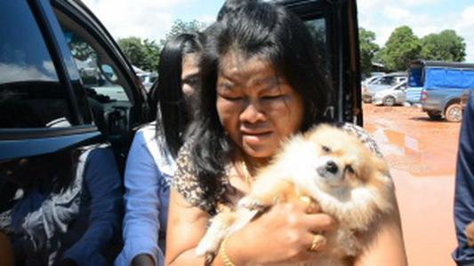 หมาเกือบตาย! ทิ้งไว้ในรถขณะเจ้าของไปไหว้ปู่ศรีสุทโธในคำชะโนด