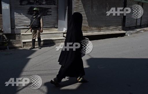 Boy killed as India, Pakistan trade fire in Kashmir