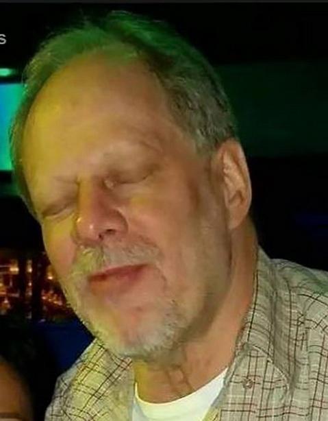 สื่อสหรัฐฯ และโซเชียลมีเดียเผยภาพใบหน้าของ สตีเฟน เครก แพดด็อก ชายวัย 64 ปี ซึ่งใช้ปืนกราดยิงลงมาจากชั้น 32 ของโรงแรมมัณฑะเลย์เบย์ในนครลาสเวกัส จนทำให้ผู้ที่ชมคอนเสิร์ตเบื้องล่างเสียชีวิตอย่างน้อย 59 ราย บาดเจ็บอีกกว่า 500 คน
